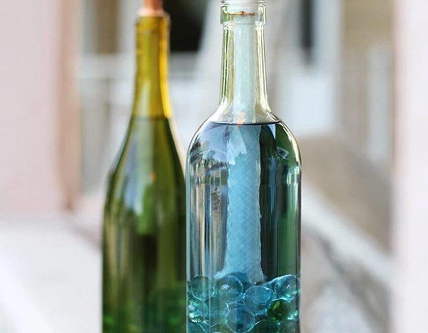 Citronelová sviečka vo vínovej fľaši